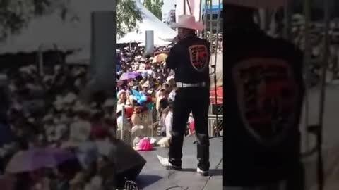 José Robles El Guacho Desde La Plaza Garibaldi De Chicago - El Guacho