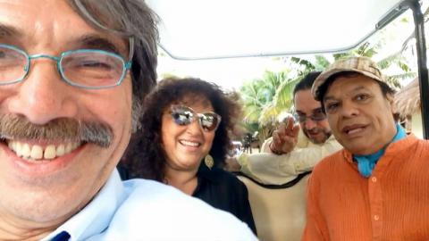 Juan Gabriel, Diego Verdaguer, Marco Antonio Solis y Amanda Miguel saludan a Ana Victoria - Diego Verdaguer